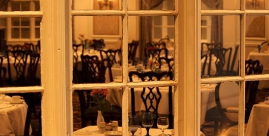 Buldog w restauracji
