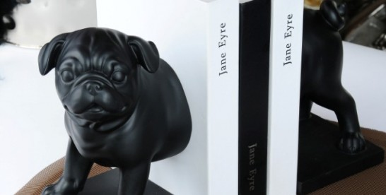 Podpórka do książek – Mops na służbie